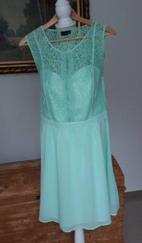 Schönes festliches Kleid in mint