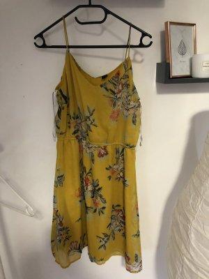 Schönes gelbes Kleid