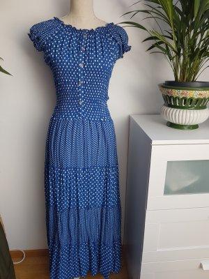 schönes gepunktetes Kleid
