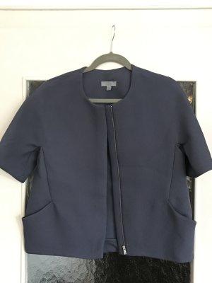 Schönes, kastig geschnittenes, grau-blaues Jäckchen mit Struktur von COS mit Taschen vorne.