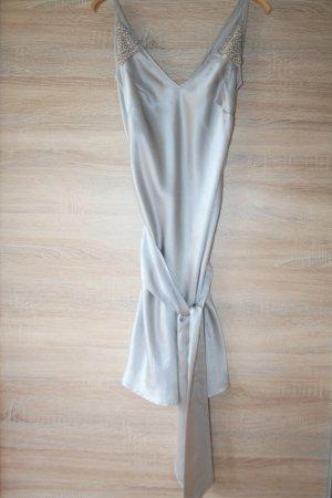 Schönes kleid aus satin mit perlen gr S