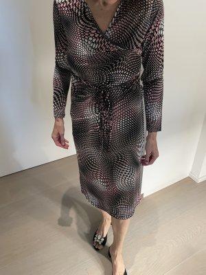 Schönes Kleid aus Viskosematerial