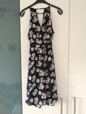 Schönes Kleid für Sommerhochzeiten