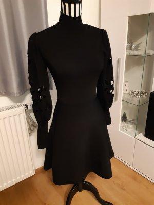 Schönes Kleid Gr. S/36 Zara Cut-out