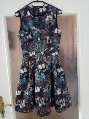 Schönes Kleid in floralem Design - ungetragen