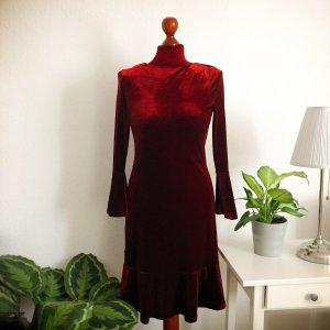 schönes Kleid in Samt