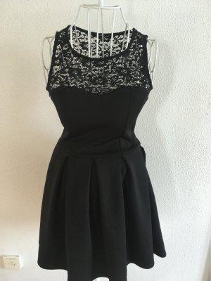 schönes Kleid in schwarz mit Spitze