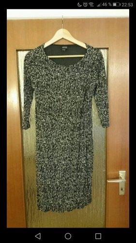 Schönes Kleid in Wickeloptik