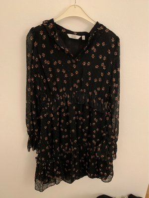 Schönes Kleid mit Blümchen