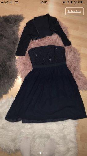 Schönes Kleid mit Jacke