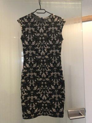 Schönes Kleid mit Jacquard Motiv und mit Glitzergarn