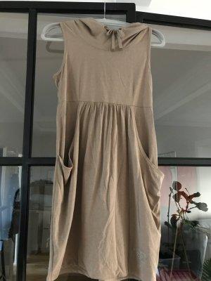 Schönes Kleid mit Kapuze von QS by S.Oliver.