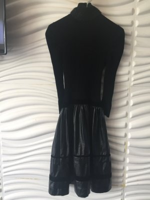 Schönes Kleid mit Kunstlederrock