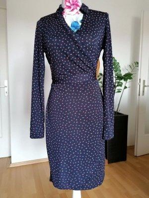 Schönes Kleid mit Langarm