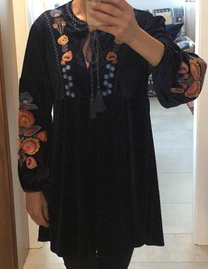 Schönes Kleid mit Stickerei /Gr.S