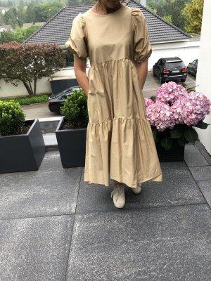 Schönes Kleid mit Taschen von Zara