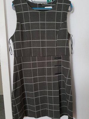 Apricot Vestito di lana grigio