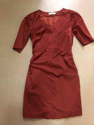 by Groth Ołówkowa sukienka rudy-cognac Wiskoza