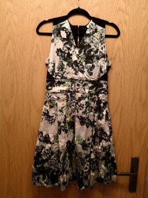 schönes Kleid von Closet