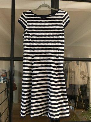 Schönes Kleid von Comma.