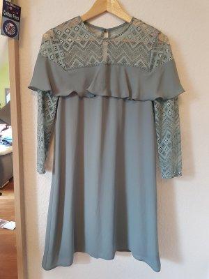Schönes Kleid von Elise Ryan