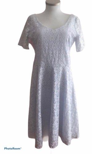 Schönes Kleid von Mythos
