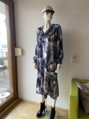 Schönes Kleid von One Two Luxzuz