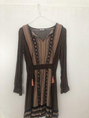 ....schönes Kleid von Only