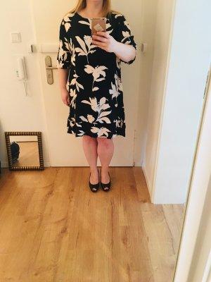 Schönes Kleid von Phase8