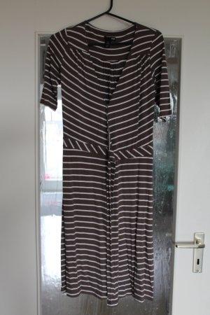 Schönes Kleid zum Binden