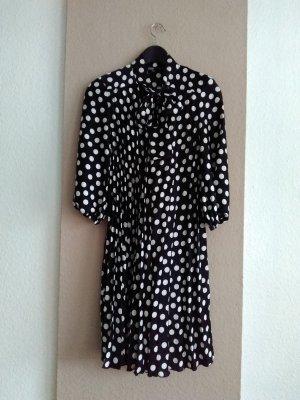 schönes kurzes Plissee-Kleid mit Schleife, Grösse S