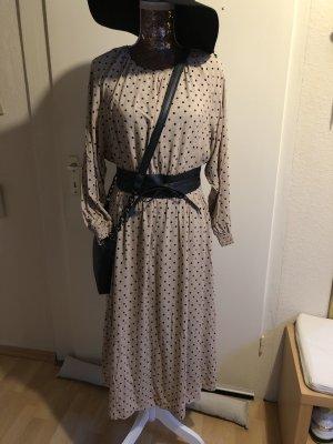 Schönes leichtes Kleid