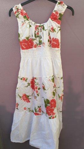 Schönes leichtes Sommerkleid mit Blumen