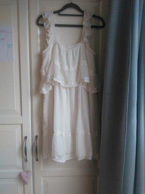 schönes leichtes weißes Sommerkleid