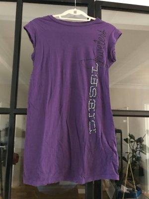 Schönes, lilafarbenes T-shirt von Diesel.