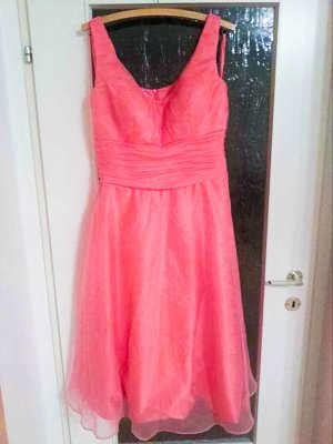 schönes Midi- Kleid in Coral