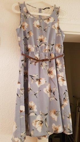 Schönes neues Kleid von ONLY