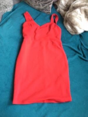 Schönes rotes Kleid neu