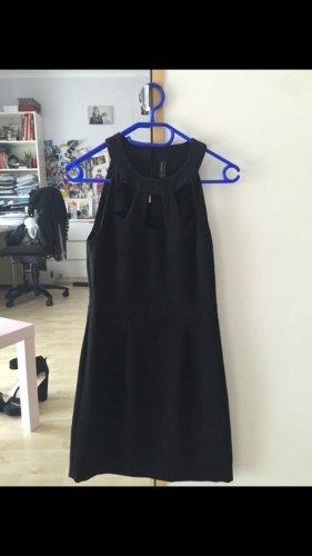 Schönes Schwarzes Kleid mit Cutouts