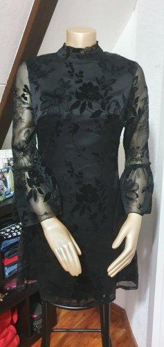 Schönes Schwarzes Kleidchen