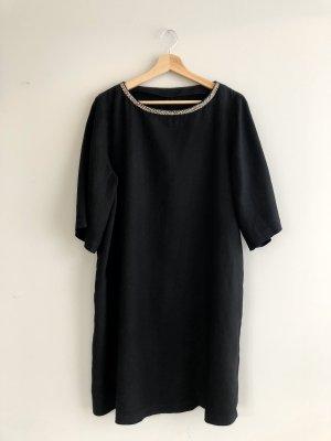 Schönes schwarzes Leinenkleid