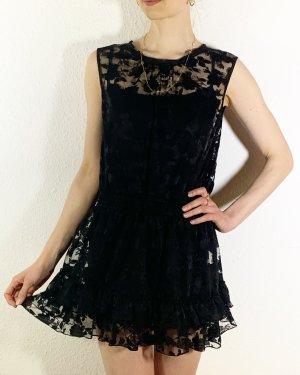 Schönes schwarzes Minikleid mit Spitze