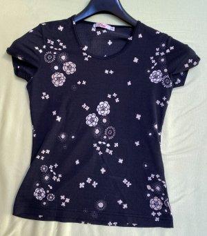 Schönes Shirt mit weißen Blumen. (38)