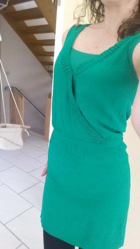 schönes, smaragdgrünes Sommerkleid