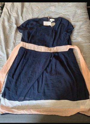 Apricot Robe à manches courtes bleu foncé-rose