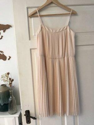Schönes Sommerkleid in Pastell