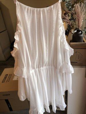 Schönes Sommerkleid in Weiß mit Silberfaden-Details