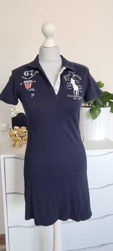 Schönes und sportliches Kleid