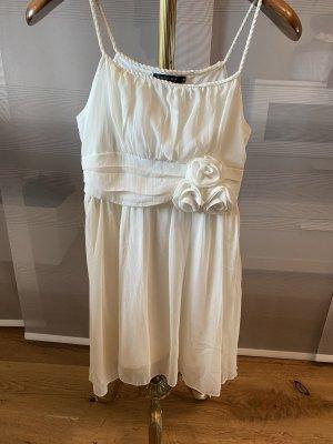 Schönes weißes Kleid