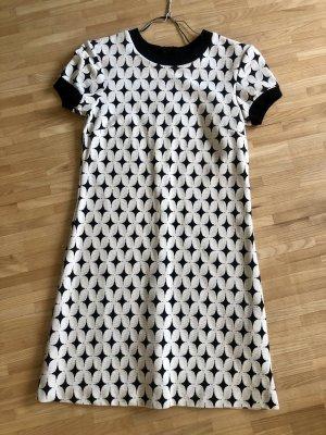 Schönes zeitloses Kleid von Zara